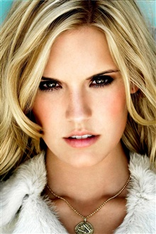Maggie Grace 02 iPhone Wallpaper Preview