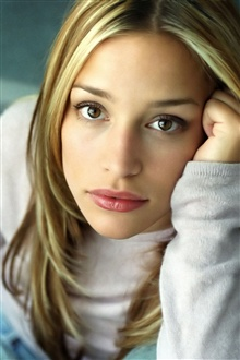 Piper Perabo 01 iPhone Wallpaper Preview