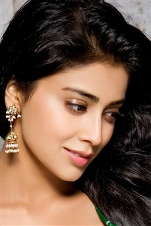 Shriya Saran 01 iPhone Wallpaper Preview