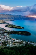 Lake Wakatipu, Queenstown, New Zealand iPhone wallpaper