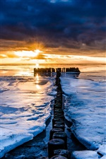 Sea, winter, ice, sunset, horizon iPhone wallpaper